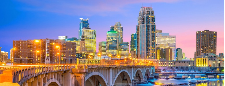 minneapolis-downtown-skyline-in-minnesota-usa-picture-id975463400