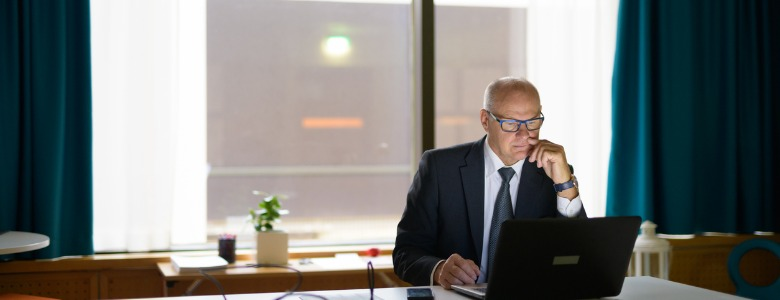 businessman-working-on-laptop-in-office