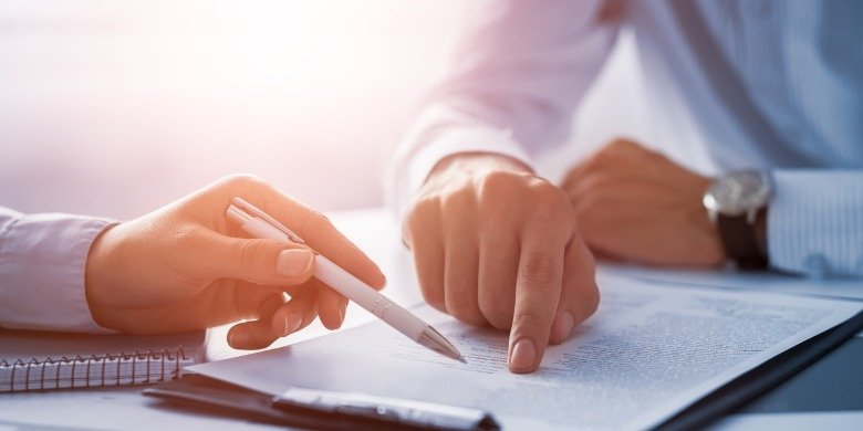 business-people-negotiating-a-contract