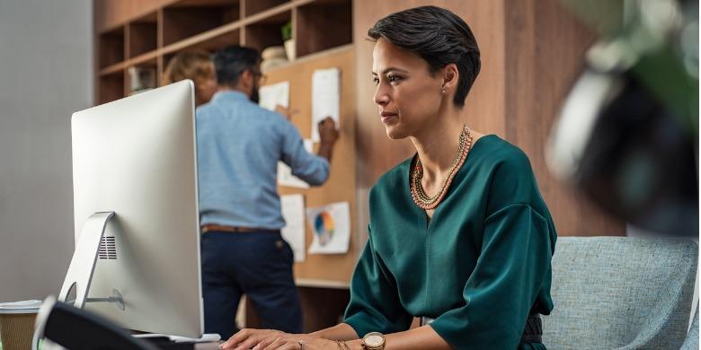 businesswoman-working-on-computer